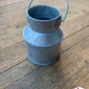 petit pot à lait contenant à dragées événements events décoration table location landes aquitaine mariages champêtre ginguette métal mont de marsan anniversaires récéptions cérémonies